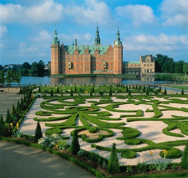 Замок Фредериксборг в Дании