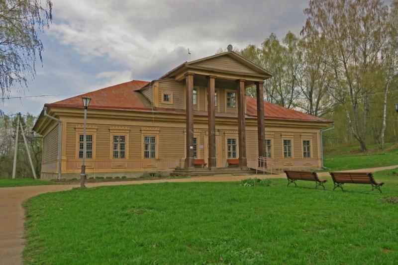 Историко-архитектурный комплекс «Теремок». Здание бывшей сельской школы