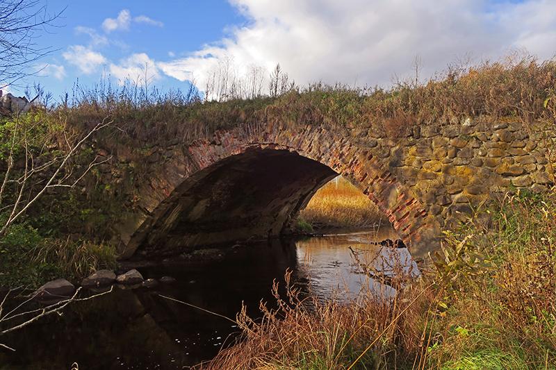 Старый каменный мост в Порожках