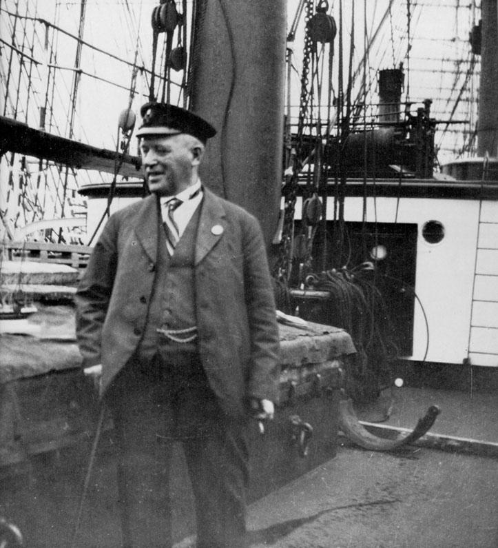 Капитан барка Поммерн - Густав Эриксон