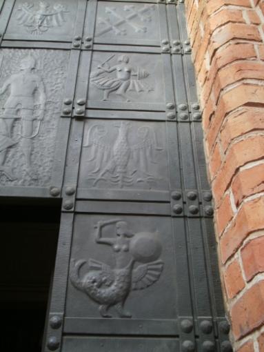 Дверь кафедрального собора Св. Ионанна в Варшаве