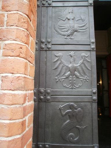 Входная дверь собора Св. Иоанна в Варшаве
