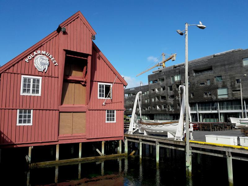 Норвегия. Тромсё - старинные дома на сваях