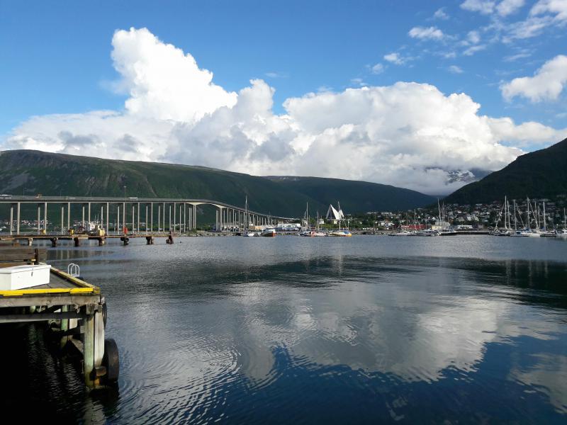 Норвегия. Тромсё - мост через пролив
