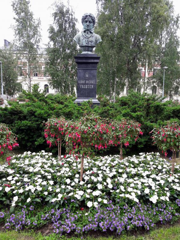 памятник шведско-финскому поэту Францу Микаэлю Францену
