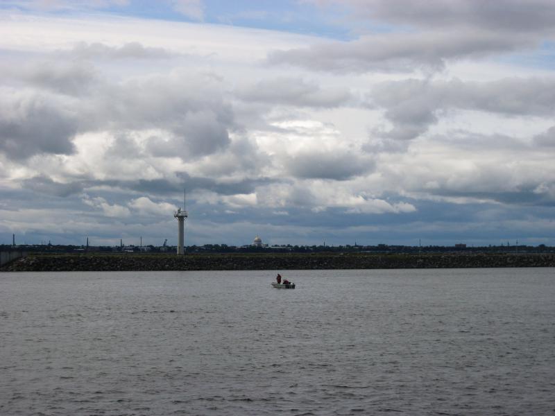 Морской вид на город Кронштадт с дамбы