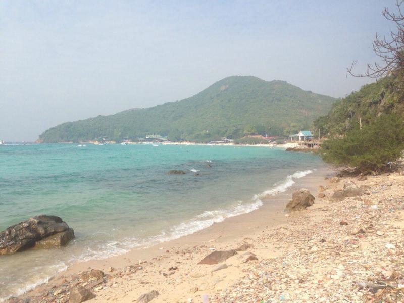 Пляж Tien Beach на острове Ко Лан