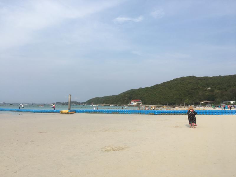 Пляж Tawaen Beach на острове Ко Лан